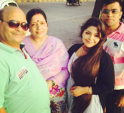 Divya Bhatnagar with her Parents and Brother