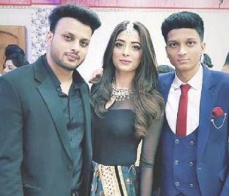 Afreen Alvi with her Brothers