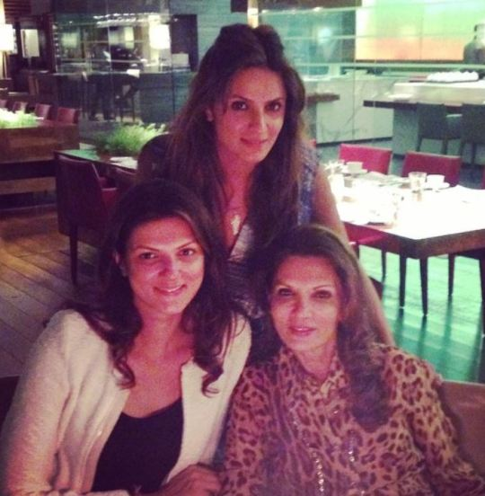 Nandita Mahtani with her mother and sister
