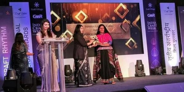 Pabiben Rabari receiving International Craft Award