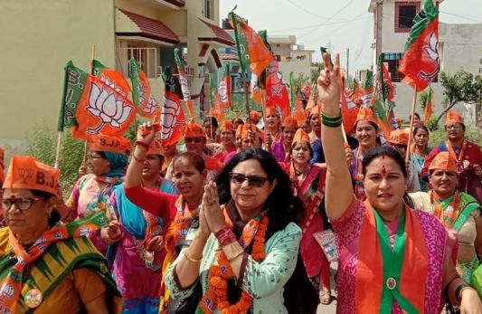 Rashmi Tyagi campaigning in the Garhwal constituency for the Bharatiya Janata party's candidate and her husband Tirath Singh Rawat ahead of the 2019 Lok Sabha election