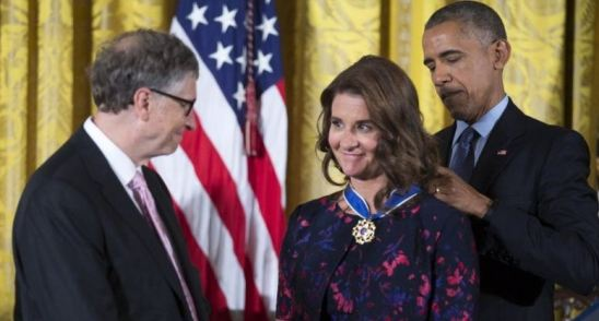 Melinda Gates and Bill Gates being awarded the Presidential Medal of Freedom in 2016 by Barack Obama for their charity work