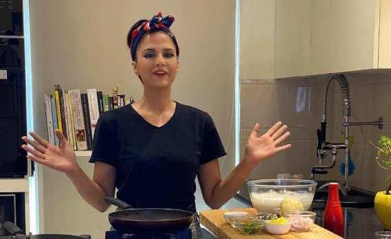 Shipra hosting an Indian Food TV program