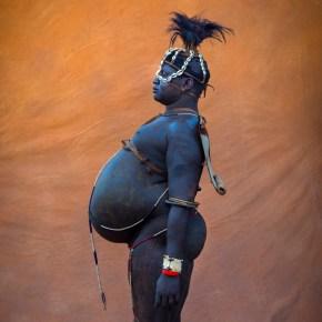 Homem da etnia Bodi, Etiópia. Fotografia de Eric Lafforgue