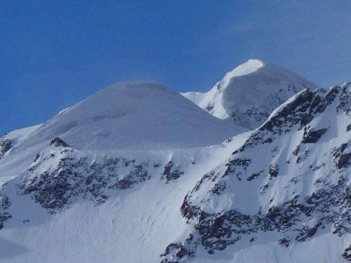 Der Weißkamm vom Mittelbergferner aus gesehen, ist ist im Moment ziemlich abgeblasen