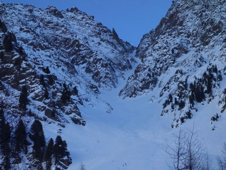 Schon beim Anstieg durch das Winnebachtal zeigt das Gelände, was es kann, wie hier die NW-Seitige Steilrinne vom Säuischbachferner ...