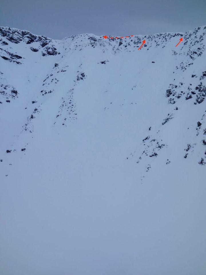 ..doch zunächst muss man esrtmal durch's steile Kelmenkar. Die Ausstiege oben sind meist sehr felsig, so dass man kurz mal die Ski abschnallen muss.