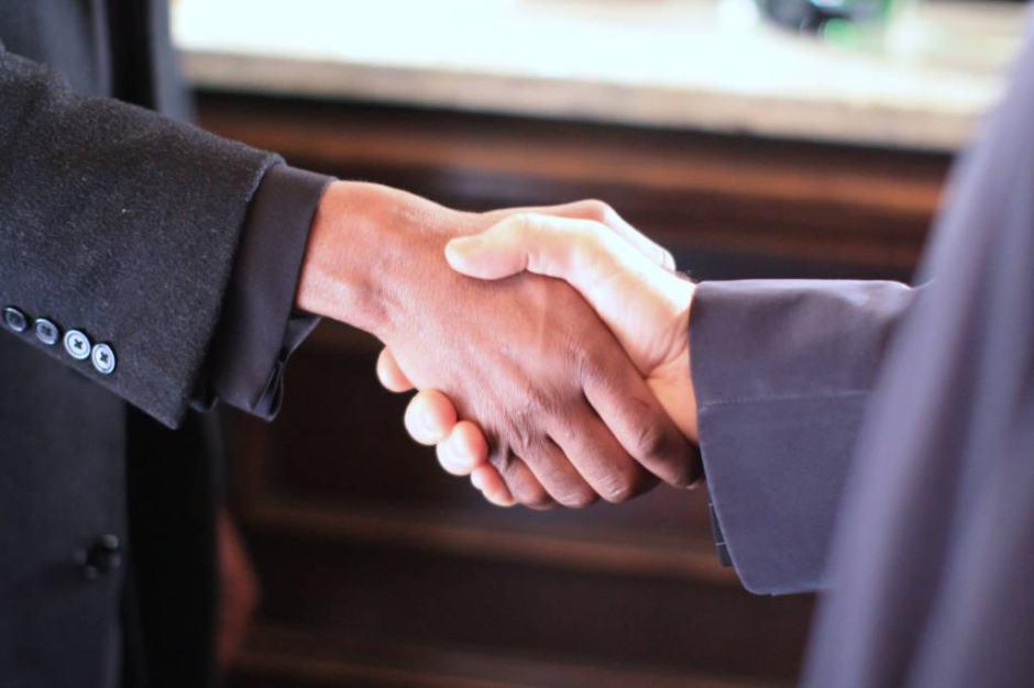 Uma boa abordagem ajuda a melhorar a relação interpessoal no trabalho.