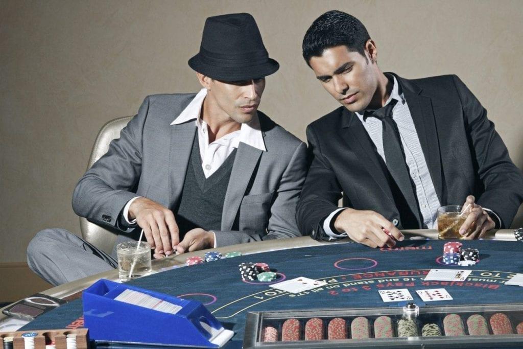 Estudar novas técnicas através da internet pode melhorar suas habilidades no poker