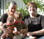 Lesbian_family_by_Plywak_wikimedia_commons