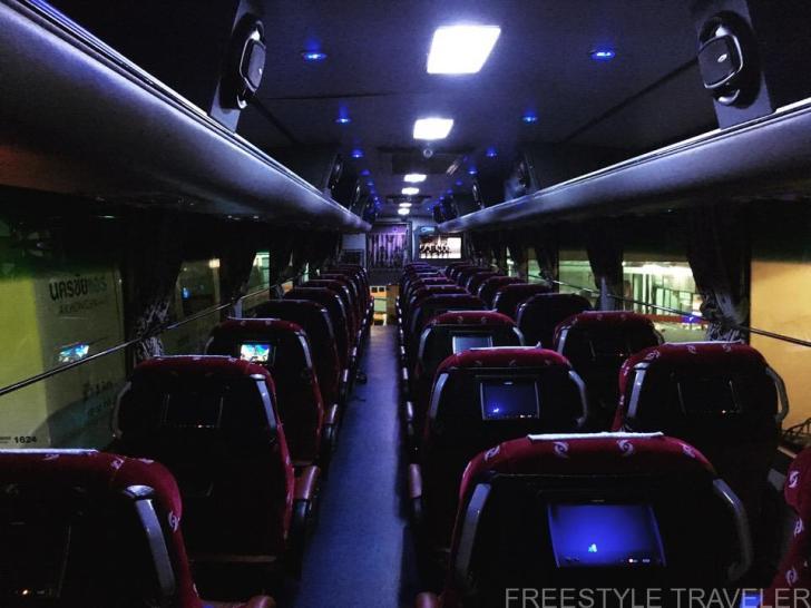 タイのVIPバスの内部