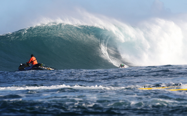 98dfebeece Billy Kemper during Round 1 at the Peahi Challenge in Maui on December 6