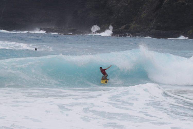 Pohaku Kekaualua exhibited the stance that pioneer Jack Lindholm created in proper Makapu'u conditions.