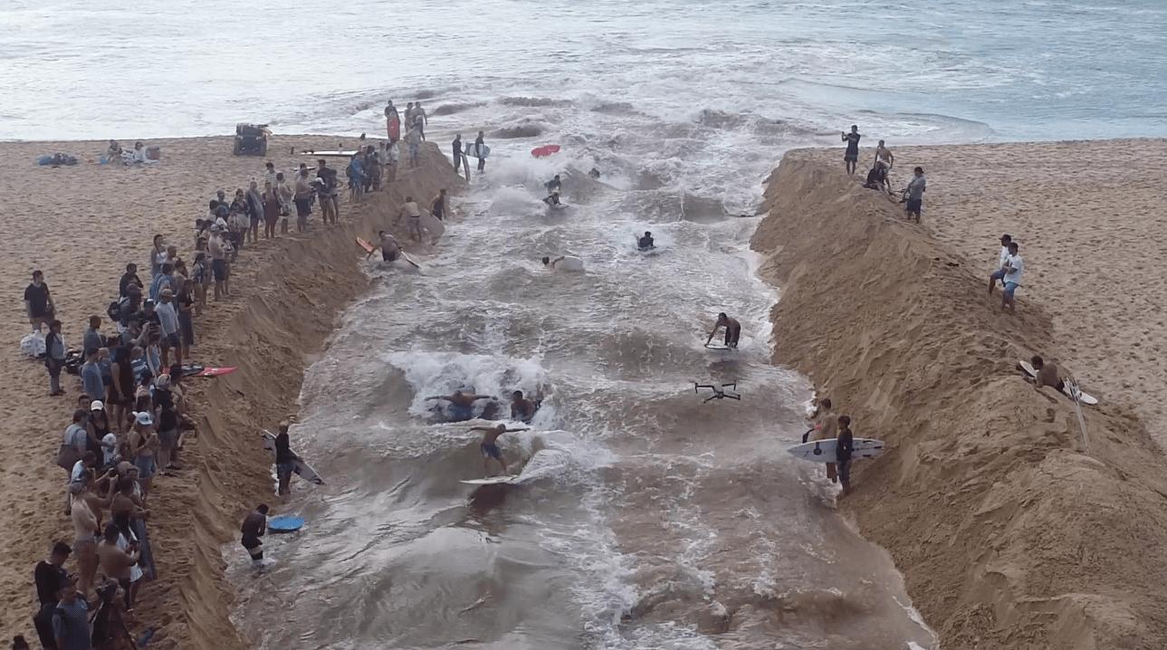 Waimea river surfing