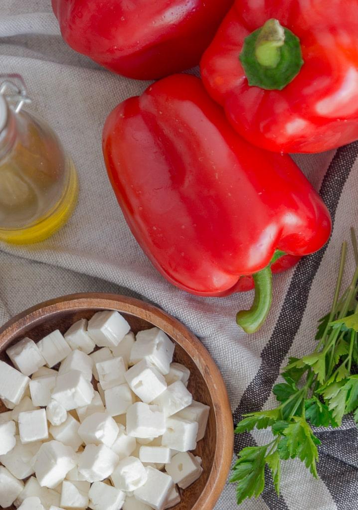 Le ktipiti, une spécialité grecque à base de poivrons rouges et de fêta. Idéal comme dip végétarien et sans gluten à l'apéro !