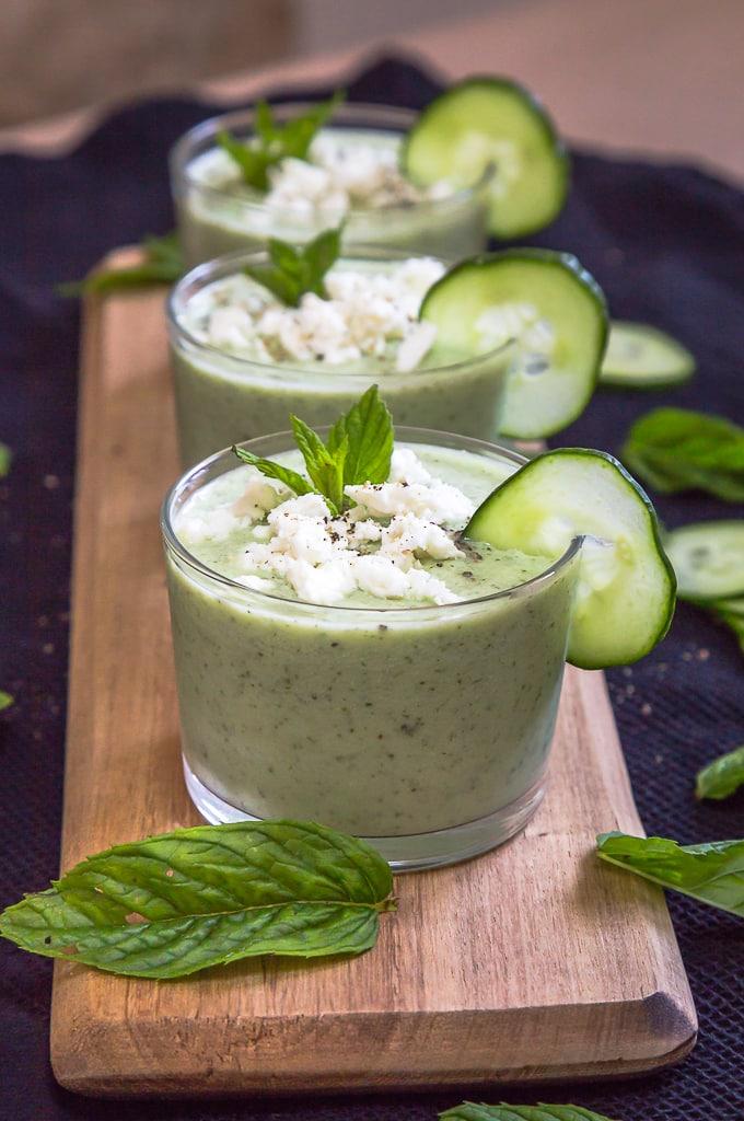 Une recette de soupe froide d'été à base de concombre, de menthe et de feta ! Un vrai régal végétarien !