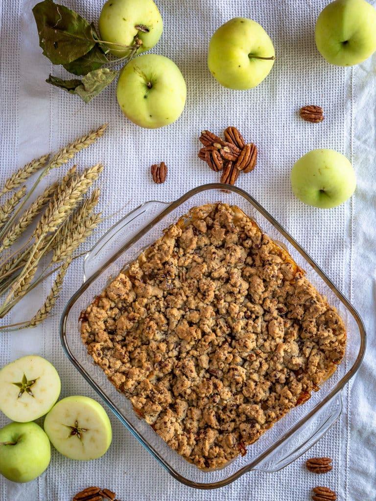 Une recette de crumble avec de bonnes pommes fondantes au miel et un crumble gourmand aux noix de pécan !