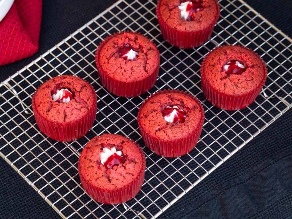 Une recette pour réaliser de délicieux petits cupcakes red velvet !