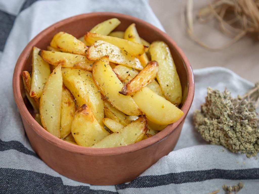 Une recette super simple et rapide pour des patates au four à la grecque, fondantes à souhaits ! #vegan #sansgluten