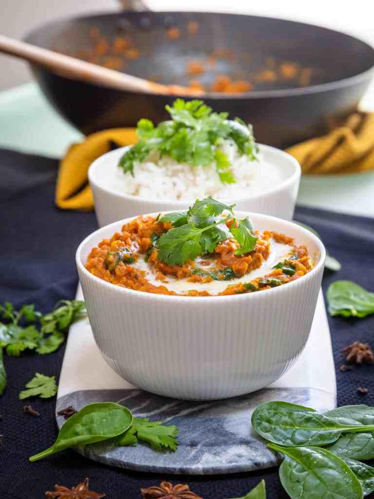 Une recette de Dhal Vegan et sans gluten aux Lentilles Corail et aux épices indiennes ! Facile à faire et délicieux !