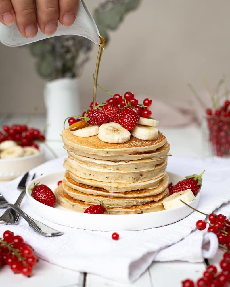 Les meilleurs pancakes véganes de la terre entière ! Pas mal comme accroche ;) Plus sérieusement, je ne sais pas si ce sont les meilleurs mais en tout cas ils sont très très bons et surtout super faciles à réaliser !