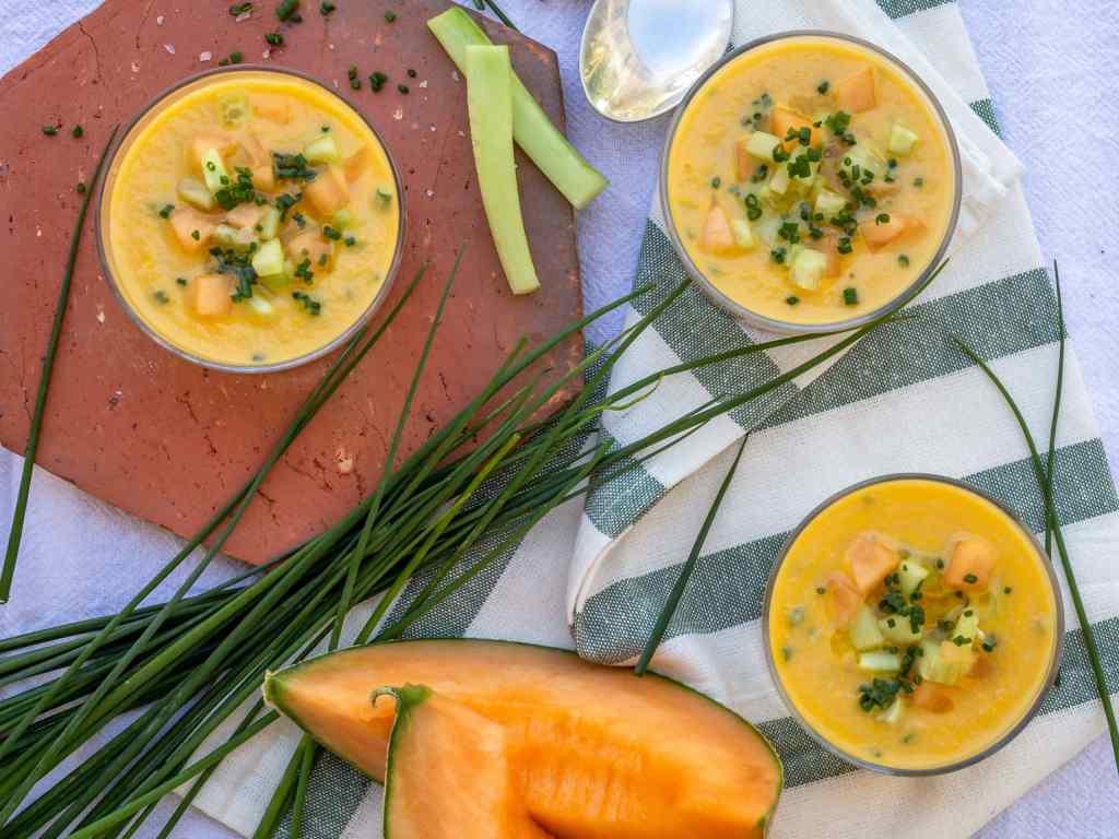 Recette de soupe froide au melon et à la ciboulette, façon gaspacho. Vegan, végétarien, sans gluten !