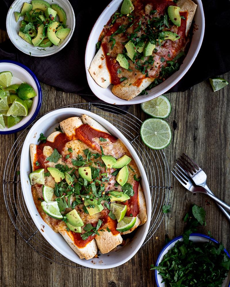 Découvrez ma recette d'enchiladas végétariennes aux haricots rouges et cheddar et sa délicieuse sauce spéciale qui fait toute la différence !