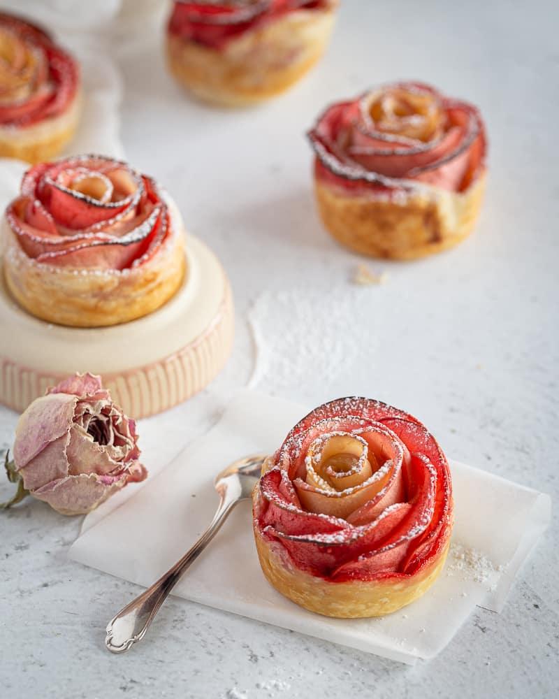 Offrez un beau bouquet de roses comestibles ! Elles feront leur effet, avec leur pétales délicatement dégradés… Parfumées à la cannelle, ces roses vous transportent dans une ambiance automnale fleurie.