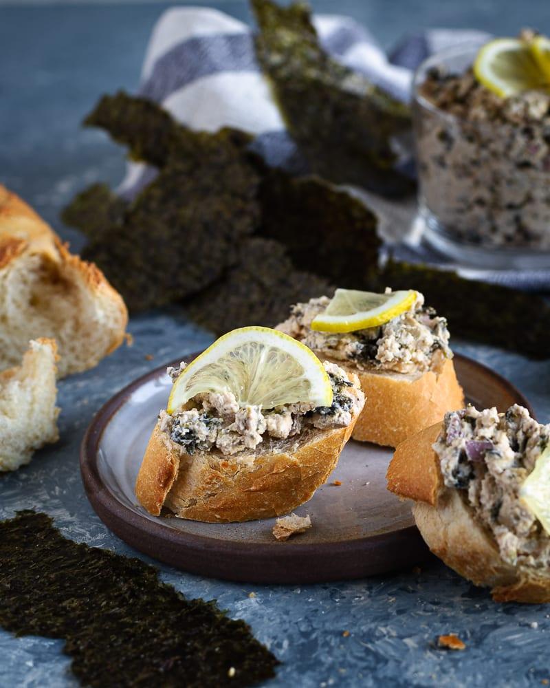 Voici une recette simple et prête en 5min de tartinade de la mer (végétarienne) qui plaira à tout le monde !  Elle est idéale pour des apéros festifs tels que Noël ou le Nouvel An :)