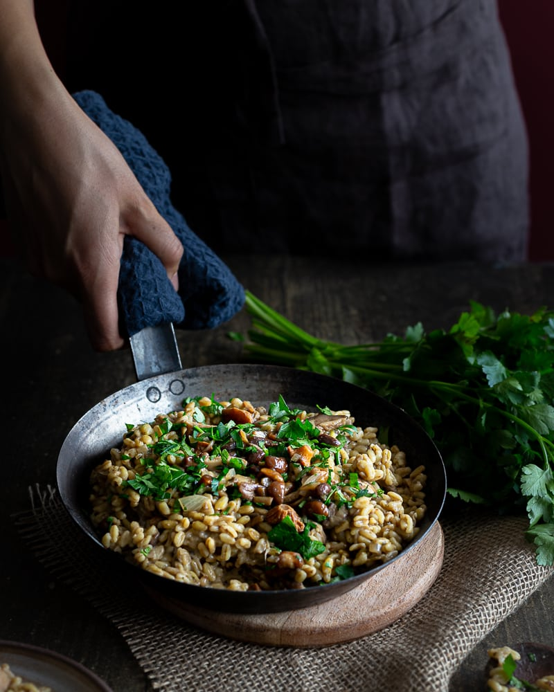Vous aimez le risotto ? Vous allez vite adopter ce blesotto aux champignons ! Cette recette vegan change agréablement !