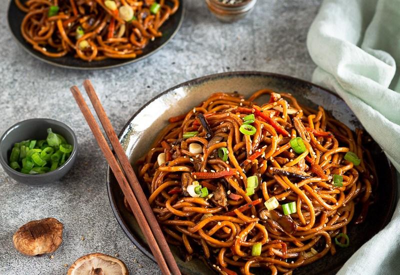 Chow Mein (recette facile de nouilles sautées aux légumes)
