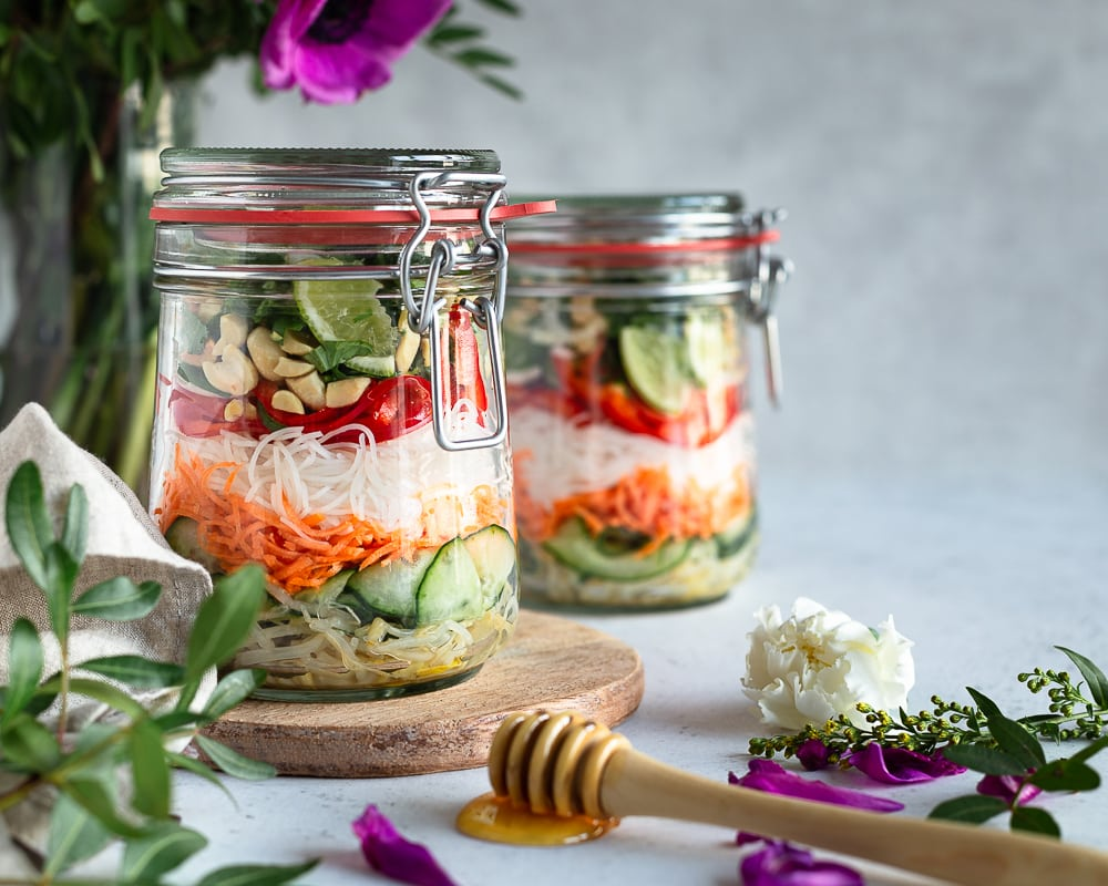 Envie de fraicheur et d'évasion ? Voici comment réaliser une salade thaï en 20min !  Cette recette est végé et sans gluten !