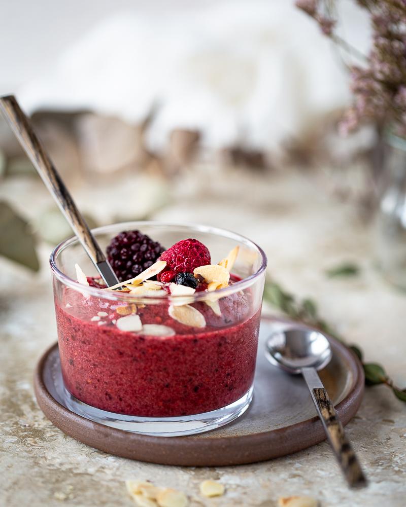 Envie d'une douceur glacée? Préparez un nice cream délicieux en 5 min avec seulement 2 ingrédients! Que ce soit au petit déj, au gouter ou encore en dessert, faites le plein de fruits en version glacée !