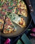 Voici ma recette de tortilla anti gaspi. elle est réalisable avec tous les légumes qui trainent dans le frigo (ou presque), et avec ou sans feta en plus !