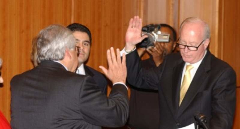 Judge Walter S. Smith Jr. (right) swears Felipe Reyna in as an Associate Justice of the 10th Court of Appeals in January 2004. (Baylor University).