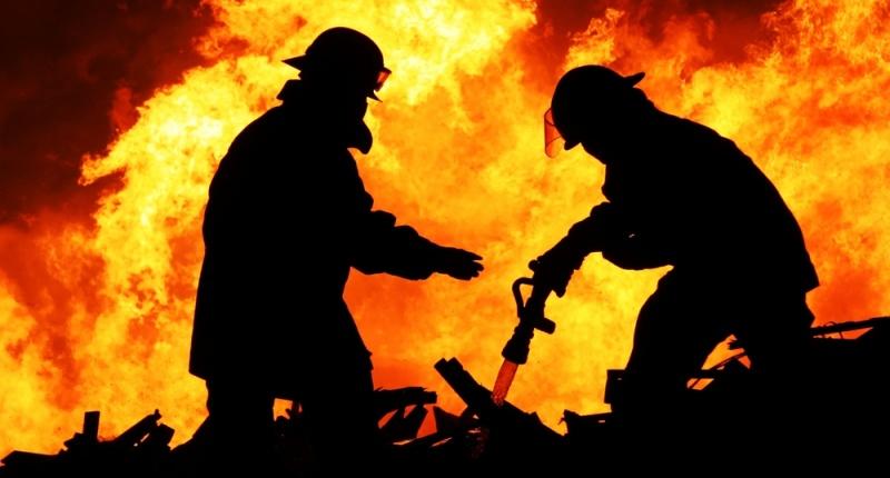 Firefighters (Shutterstock www.shutterstock.com).