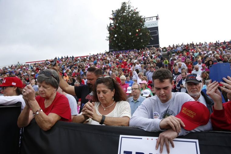 Christians pray while waiting to listen to U.S. President-elect Donald Trump speak during a USA Thank You Tour event in Mobile, Alabama, U.S., on Dec. 17, 2016.Reuters.
