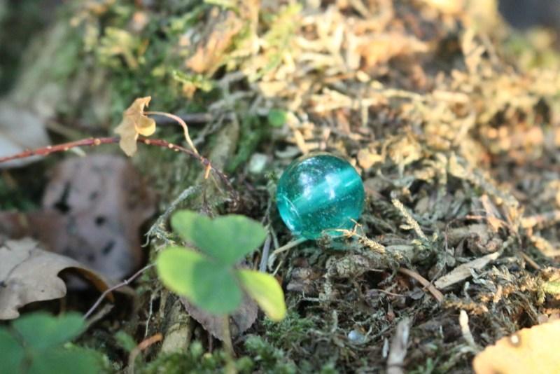 Single blue resin bead