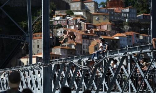 Jumping bridge Ponte Don Luis I Porto
