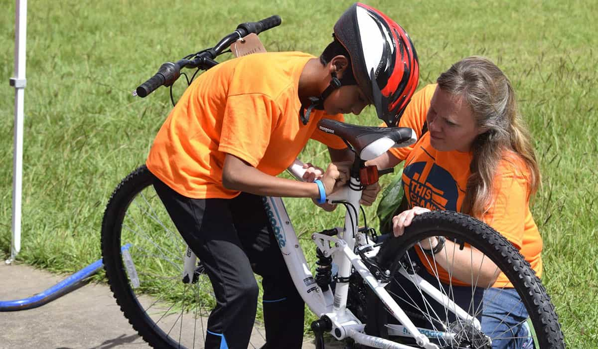 Volunteers helped middle-school-aged refugees improve their bike skills.