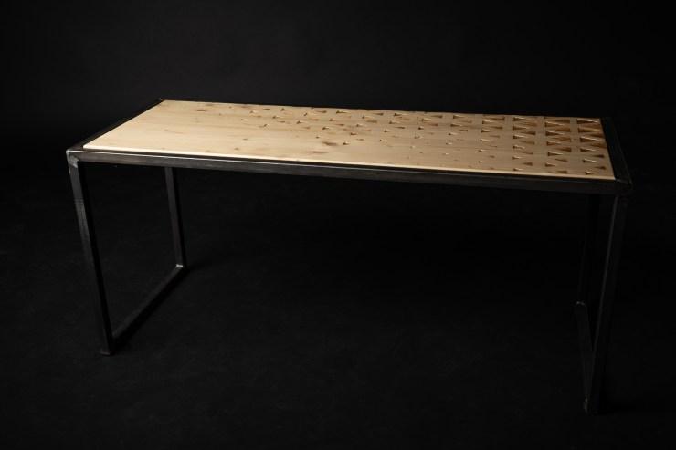 table basse gravée industrielle