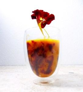 Kaminfeuer im Wasserglas: Kürbis-Rote Beete-Suppe