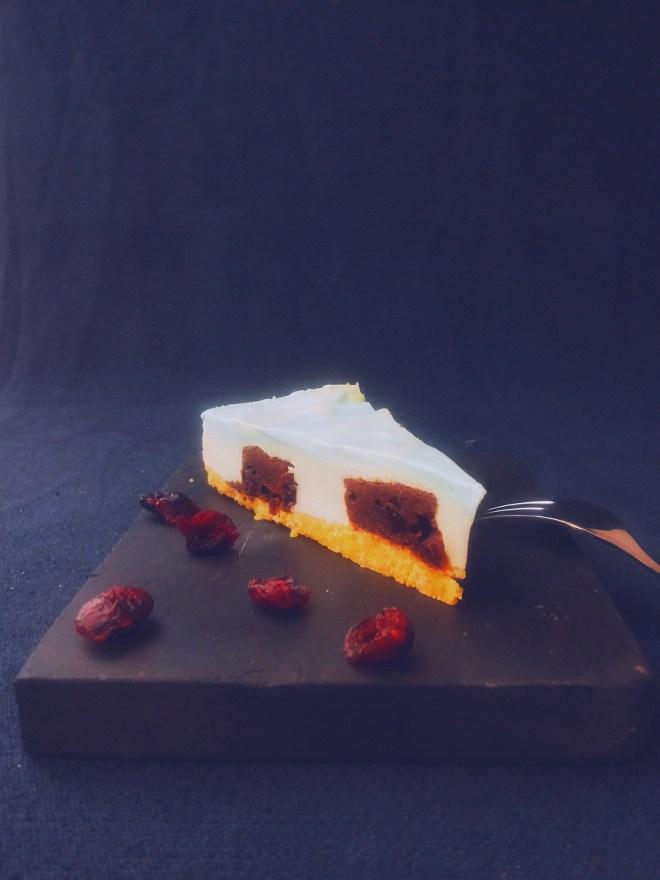 Cheesecake Stück Vanilla Sky schräg vorne 1 dunkel