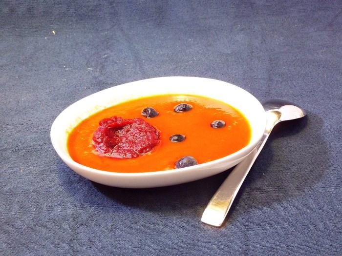 Suppe mit Temperaturspektrum: Tomate|Rote Beete|Blaubeeren|Gin