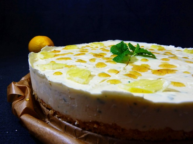 Lemoncurd Cheesecake mit Minze und Zitronen- Olivenölsirup Topping