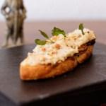 Mittelalterliche Küche: Weiße Bohnen-Hummus mit geröstetem Salbei