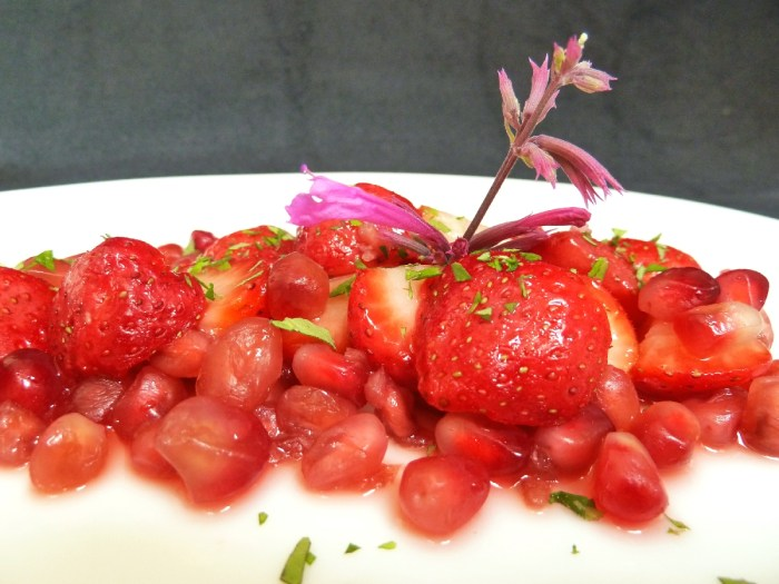 Erdbeeren Granatapfel Lemonaniskraut vn1