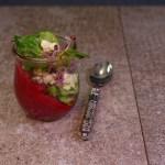 Winterliche Vorspeise: Rote Beete Creme mit Fetakäse