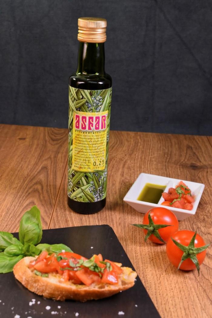 Bruschetta mit Olivenblätteröl