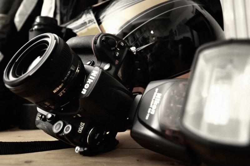 Nikon D700 mit 50mm und Blitz